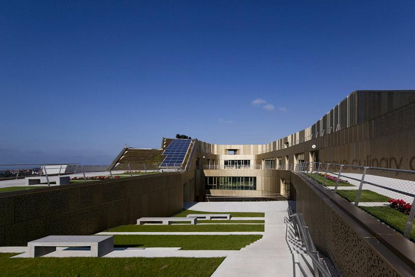 Высокотехнологичная крыша здания