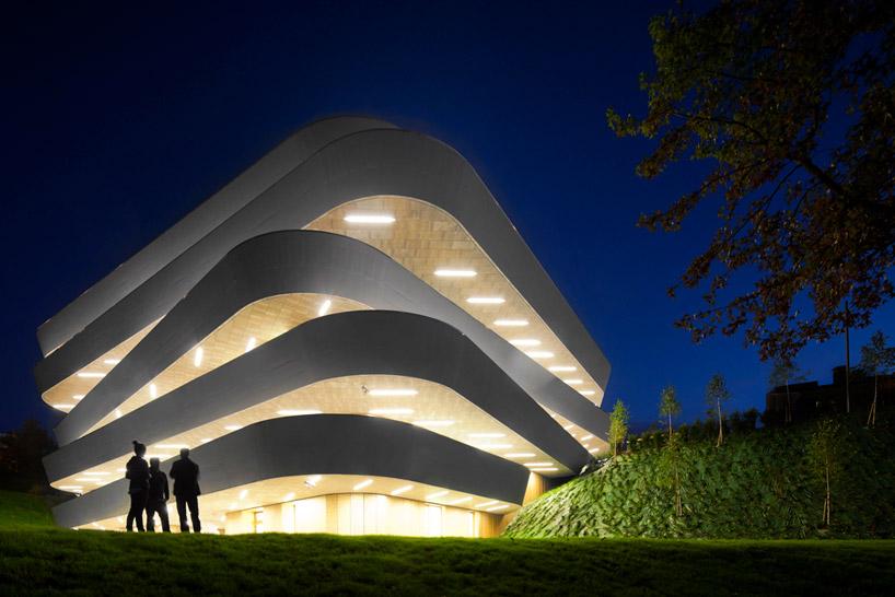 Ночная подсветка здания