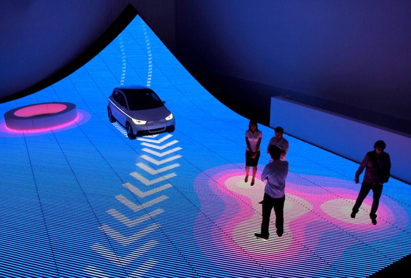 Компания Ауди стирает границы между машинами и пешеходами при помощи LED технологий на выставке Design Miami 2011