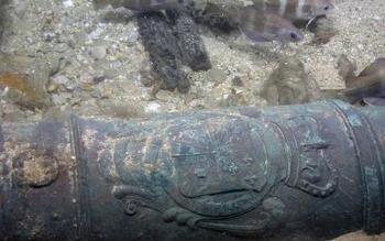 300-летняя пушка на дне моря