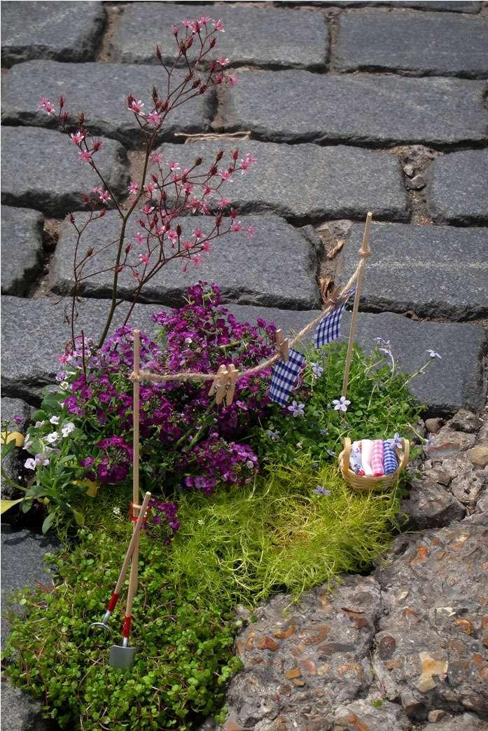 Steve Wheen  – миниатюрный садовник выбоин на дороге