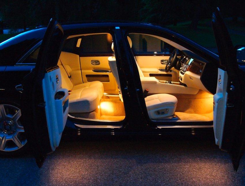 Rolls-Royce Ghost - домашний покой золотого салона
