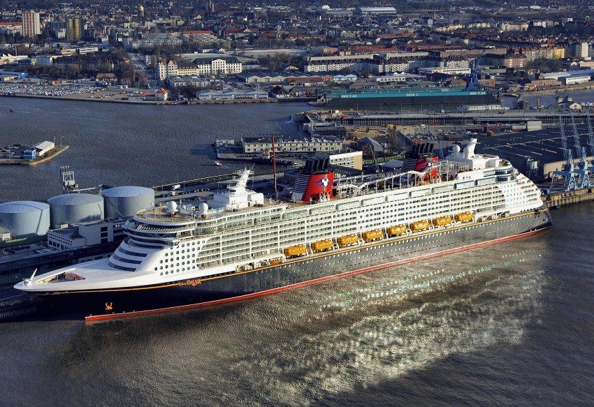 Disney Dream - первый построенный в Папенбурге Дисней корабль,  отправился в свой первый рейс в начале 2011 года