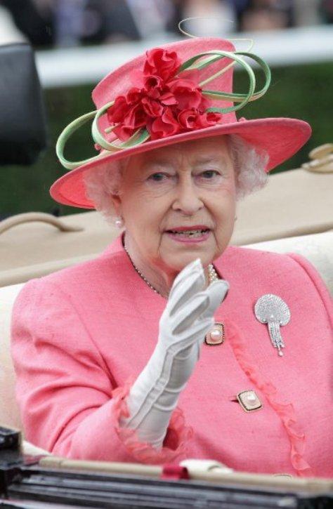 Единственная особа, которой не коснулись изменения - Елизавета II