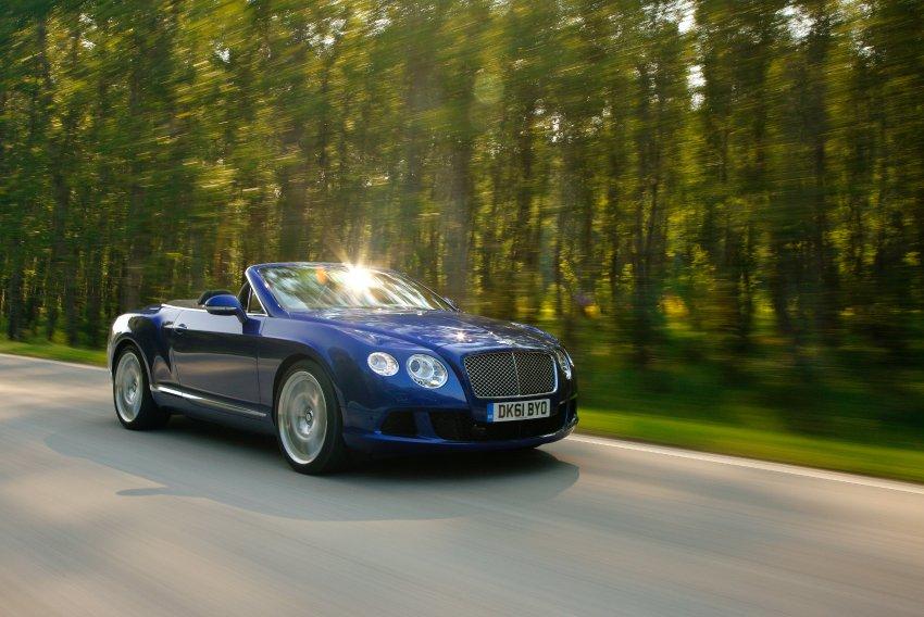 Bentley Continental GTC просто сливается с дорогой