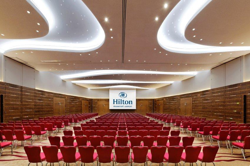 В этом зале можно устраивать балл или провести встречу на 600 гостей