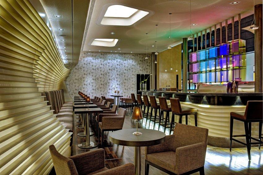 Бары Hilton Frankfurt Airport можно использовать для встреч и проведения гламурных событий