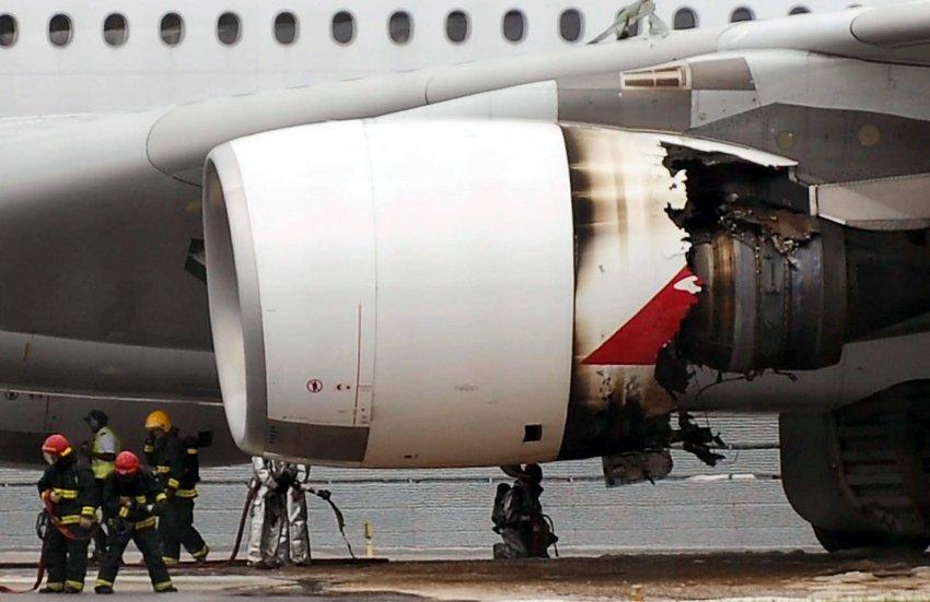 Взрыв двигателя на А380 в 2010 году в Сингапуре