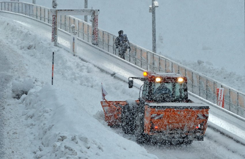За ночь упало 30 дюймов снега