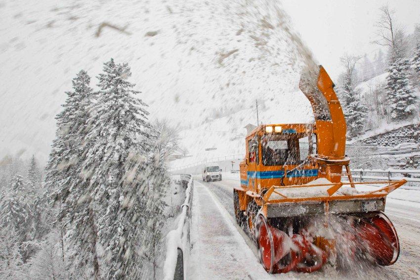 Расчистка дорог на швейцарском курорте  Adelboden
