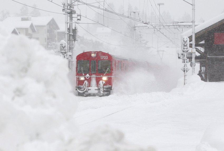 Один поезд добрался до курорта Санкт-Мориц