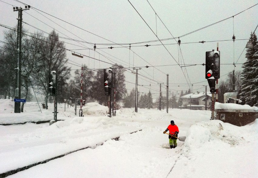 Железнодорожное сообщение в Тироле временно приостановлено