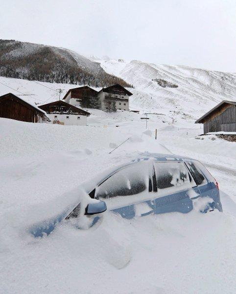 Дороги заблокированы, деревни в снегу