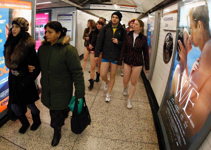 Контрастные пассажиры метро