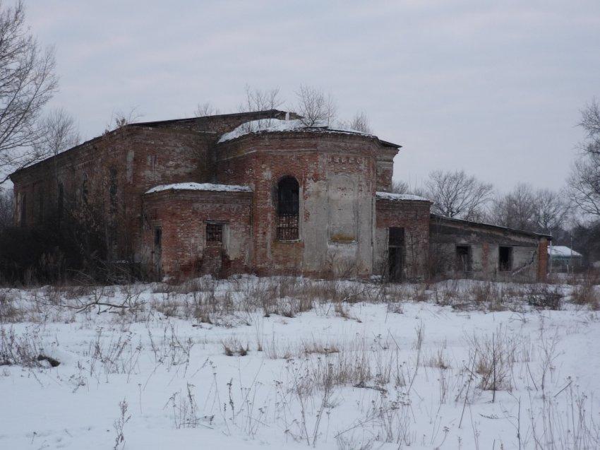 Старый костел пустует, в советское время он использовался под зернохранилище
