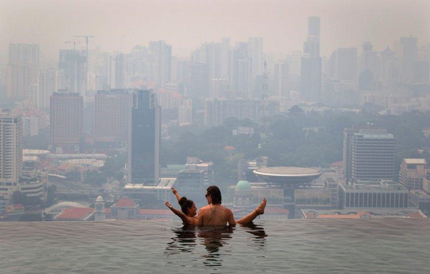 В Сингапуре вы можете плавать на уровне глаз с небоскребами, бесконечный бассейн в Marina Bay Sands