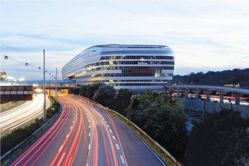 Девиз Отеля Hilton  - работа и мобильность