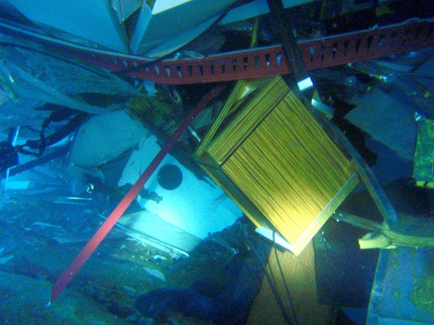 Со скоростью 15 узлов протаранил Costa Concordia прибрежную скалу