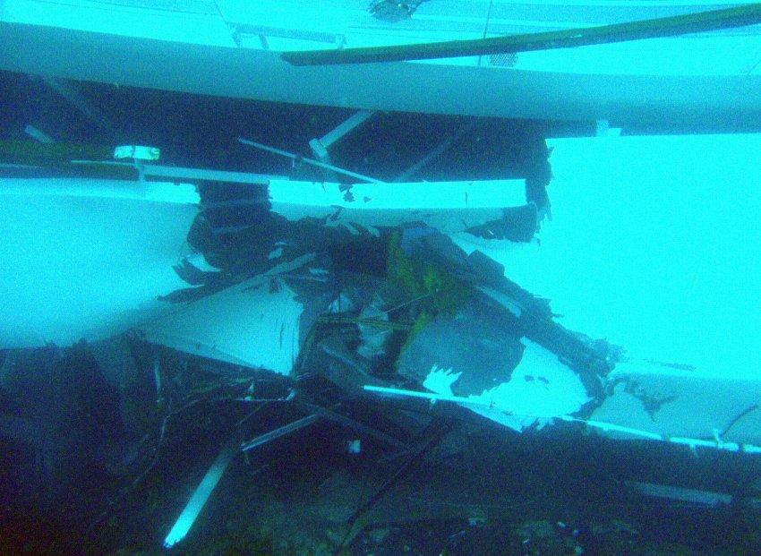 Части разрушенного лайнера