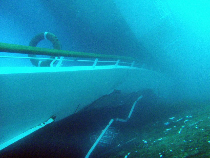 Повреждения судна под водой