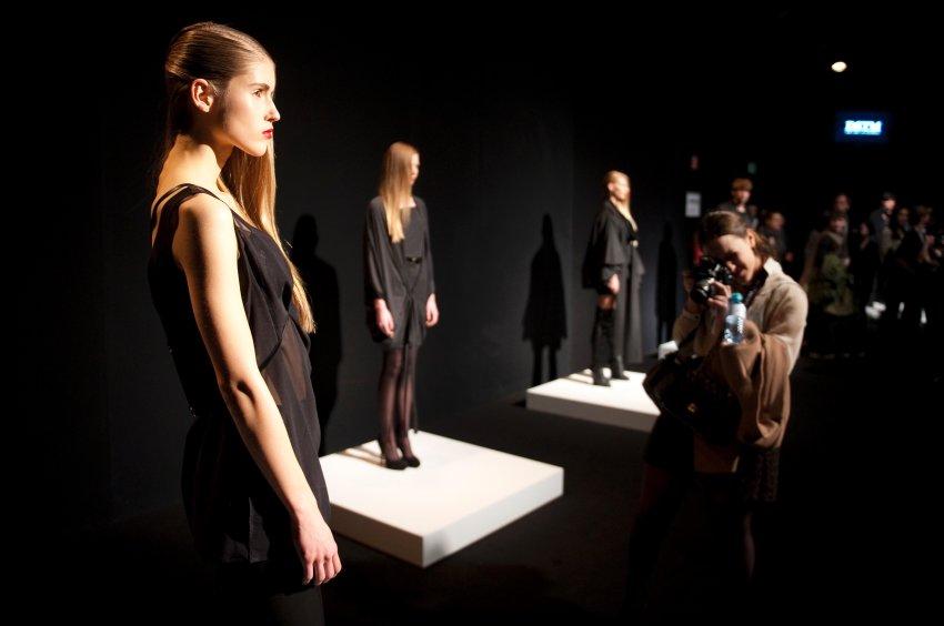 Fashion Week Berlin - черные силуэты