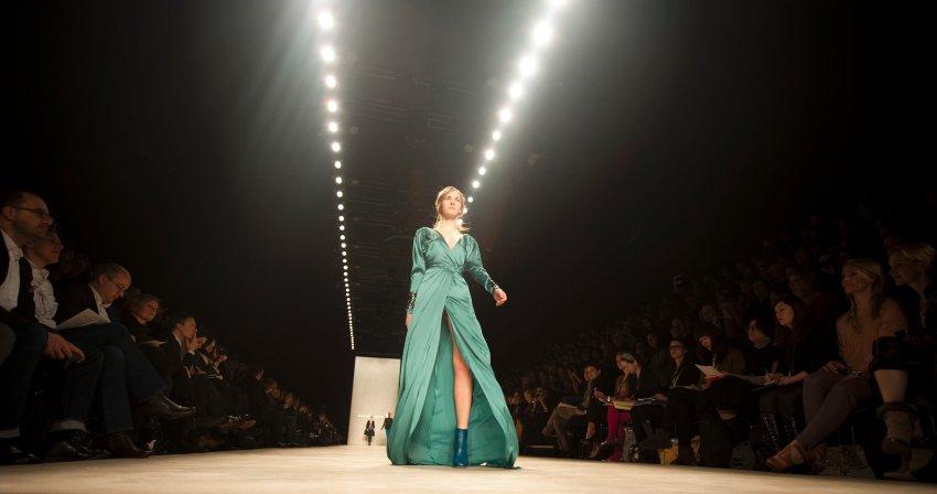Дизайнер Дороти Шумахер открыла своими творениями второй день Недели Берлинской Моды в палатке Mercedes-Benz