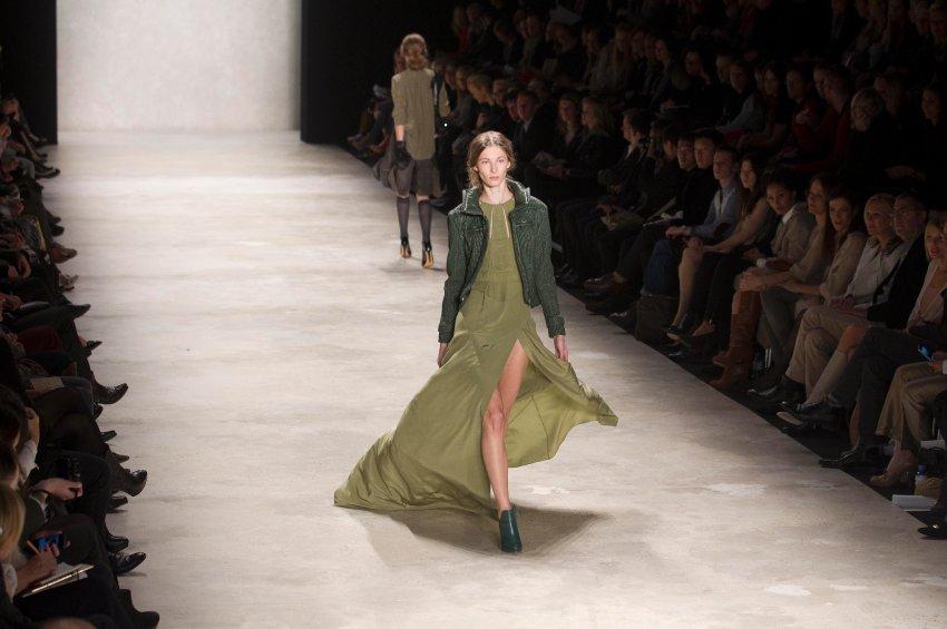 Шумахер является одной из самых успешных немецких модельеров. На протяжении более 20 лет, она убеждает контрастами стилей и материалов, а так же вниманием к деталям