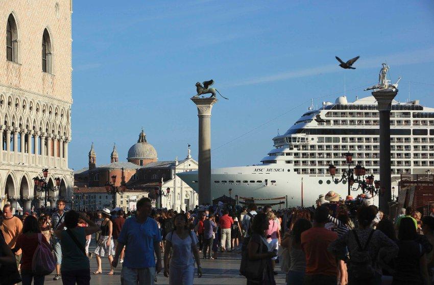 MSC Musica - тур по городу, слева от Дворца Дожей