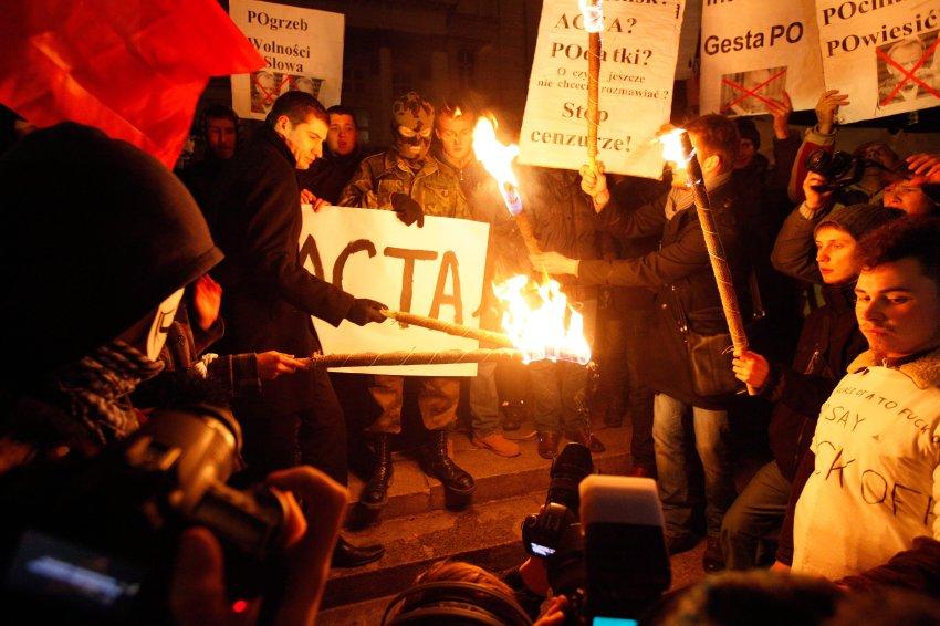 Акции протеста в Польше против подписания АСТА