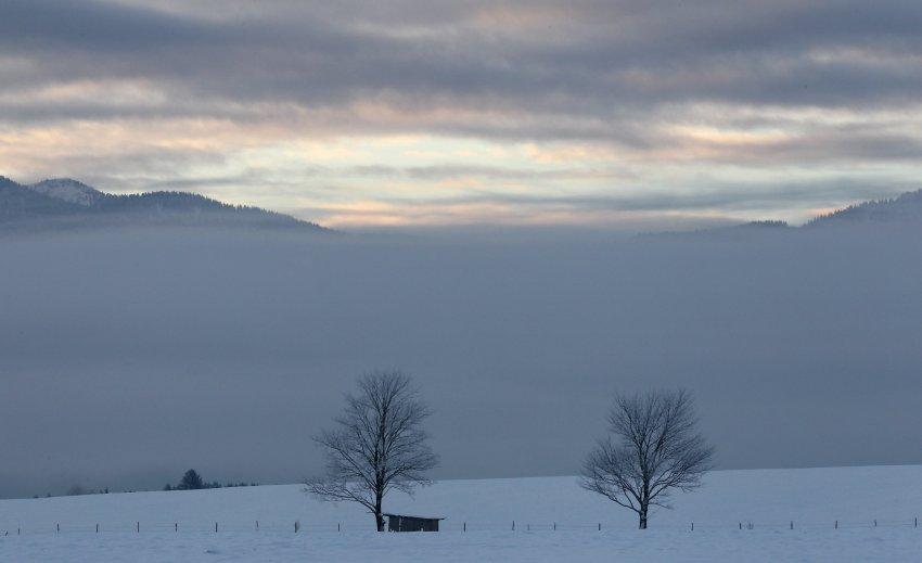 В ближайшее время эту зимнюю идиллию в Sindelsdorf прервет шквалистый ветер