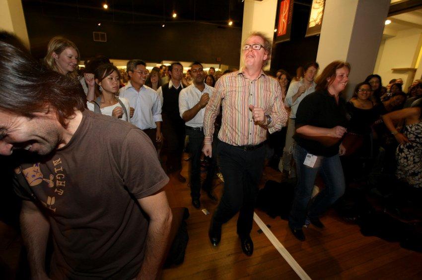 Мистер Танец - Peter Lovatt  изучает, почему одни люди предпочитают барную стойку, а другие не уходят с танц-пола