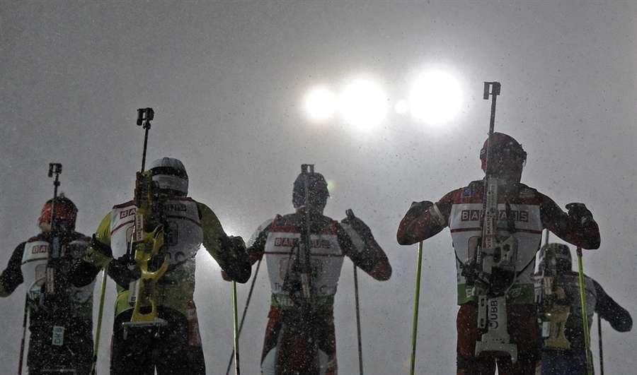 Биатлонисты вышли на старт во время шторма, 5 января в Оберхофе