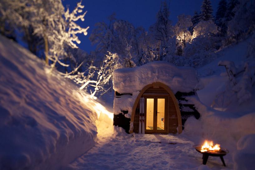В этом снежном году в Альпах, Отель полностью забронирован
