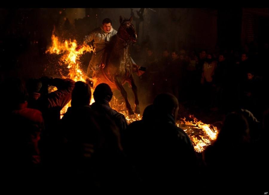 Очищение огнем животных очень давняя испанская традиция