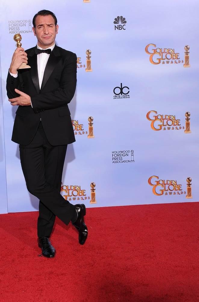 Жан Дюжарден выиграл Золотой глобус за лучшую мужскую комедийную роль в фильме - Артист