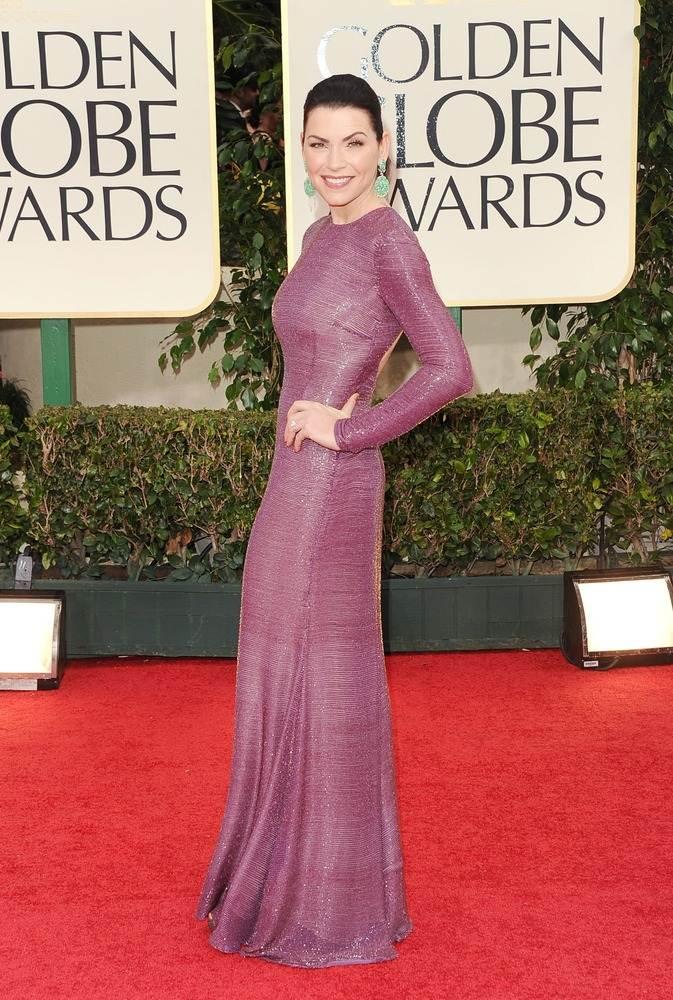 Джулианна Маргулис в фиолетовом платье от Наим Хана