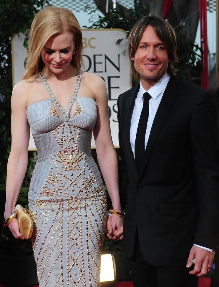 Николь Кидман, в блестящем платье Versace, приехала с мужем Китом Урбаном