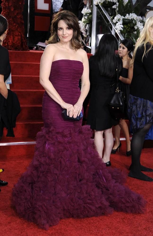 Тина Фей в платье без бретелек от Оскара де ла Рента