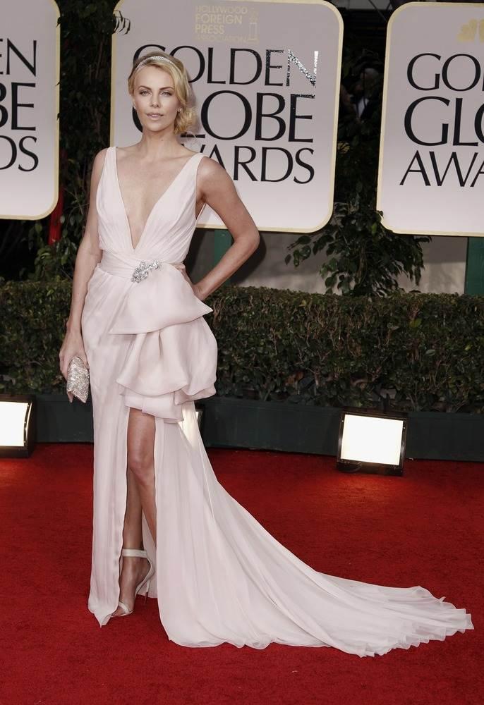 Шарлиз Терон произвела ошеломляющее впечатление своим платьем от Dior