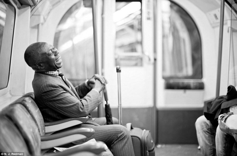 Человеческие эмоции в лондонском метро