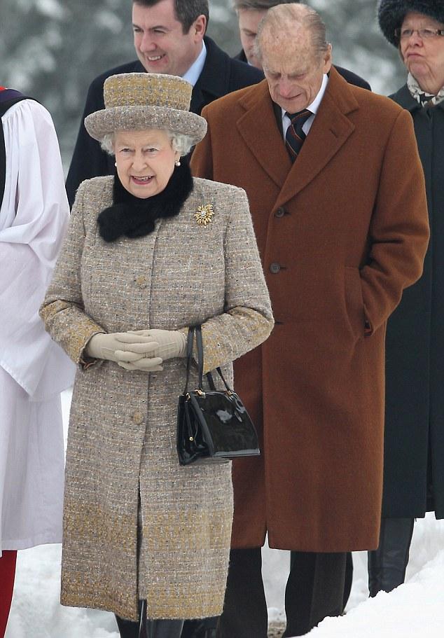 Королевский визит: Елизавета посетила церковь около Sandringham вместе с мужем