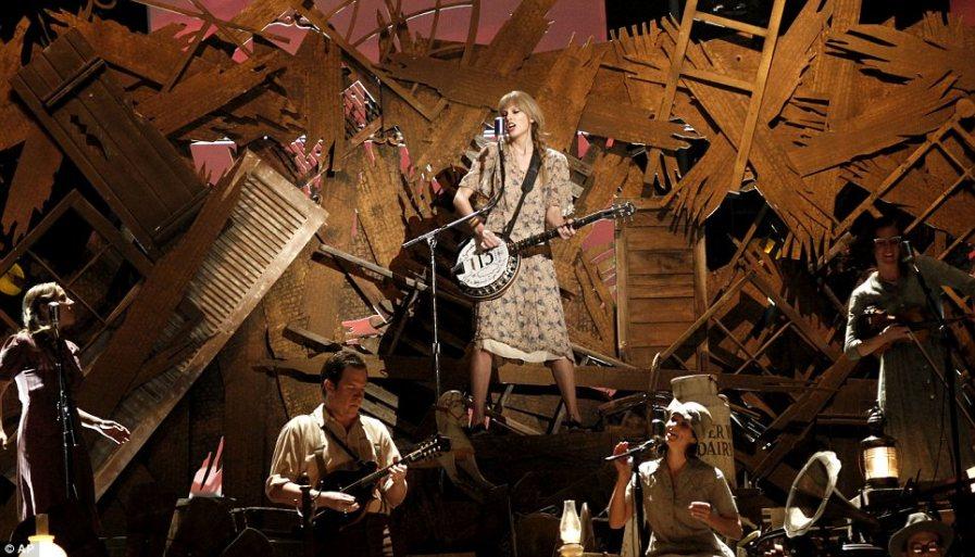Taylor Swift с банджо