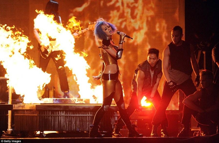 Пожар на сцене устроила Katy Perry