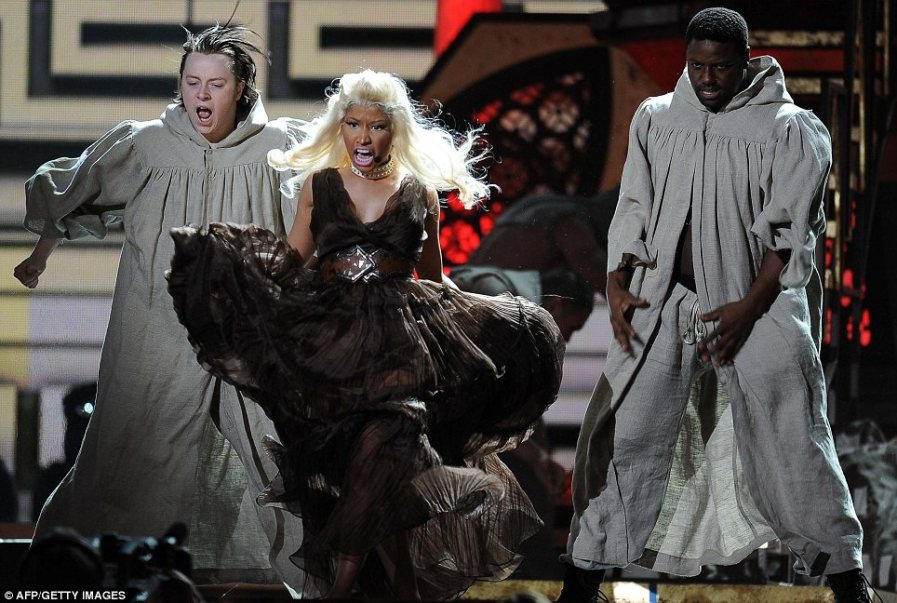 Nicki Minaj с драматическим спектаклем - Римские каникулы