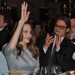 Благодарная актриса подняла руку