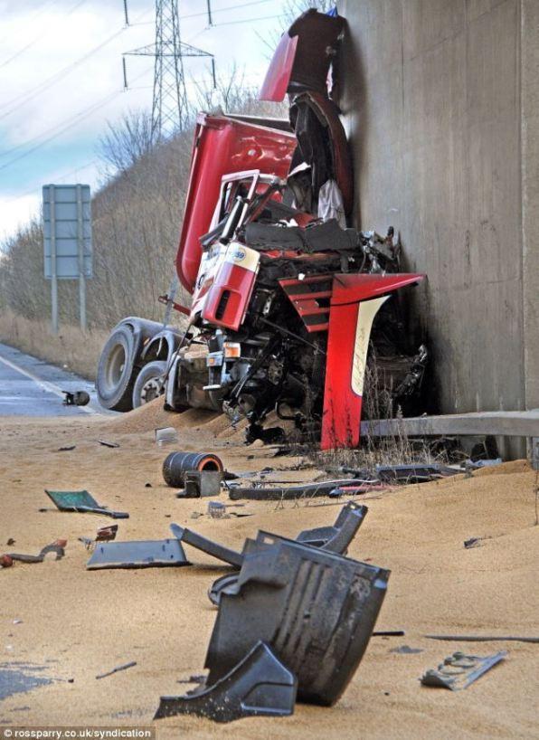 Водитель пережил чудо спасения в этой аварии