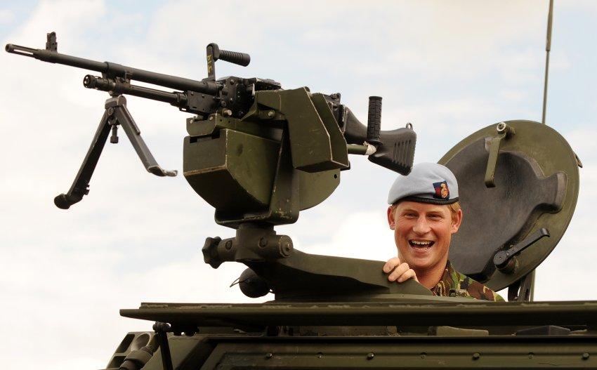 Управлять танком для Гарри не проблема