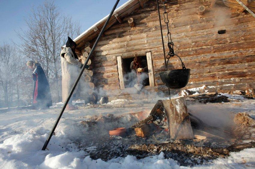 Пять студентов из Тартуского Университета осваивают жизнь викингов