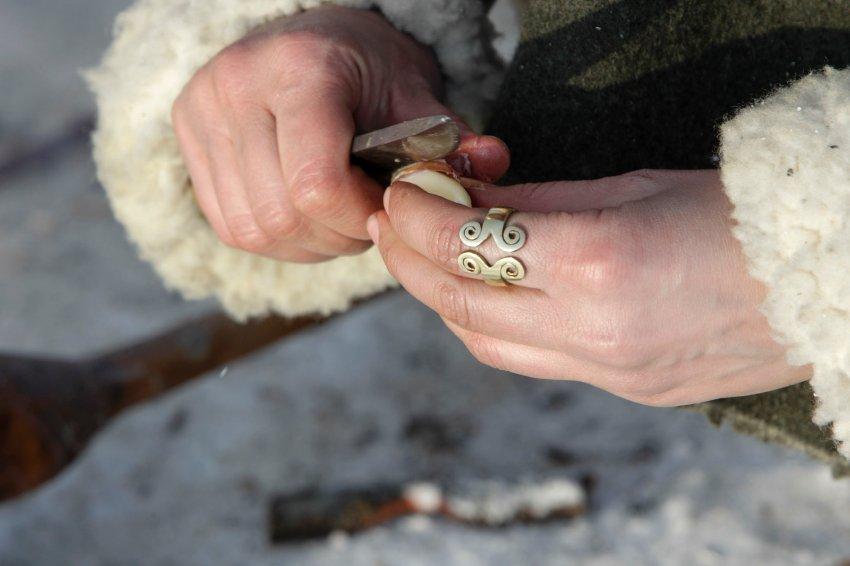 Студентка Kristiina  Paavel работает с деревом