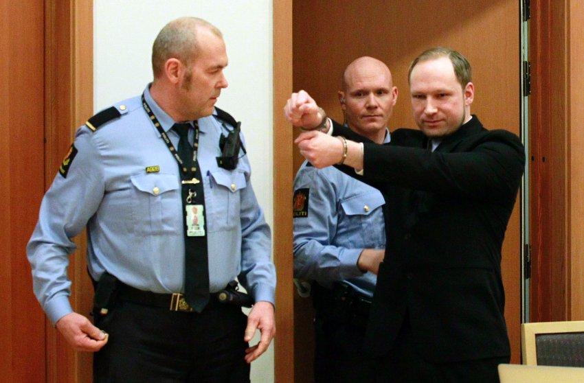 Уверенный в себе убийца, поздоровался с журналистами